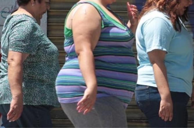 Comer menos o pesar más