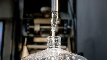 Una peligrosa moda de tomar agua cruda aparece en Silicon Valley