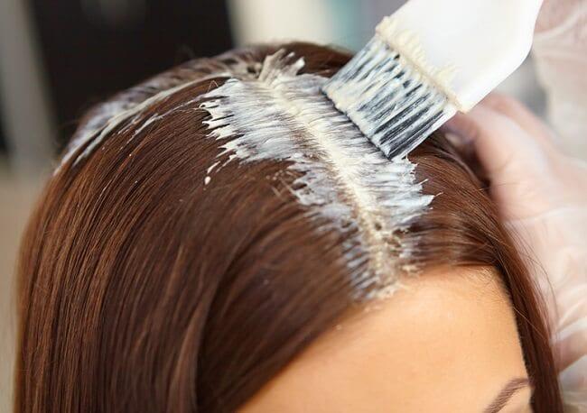 Tintes para cabello contienen químicos que podrían ser cancerígenos : Su Médico