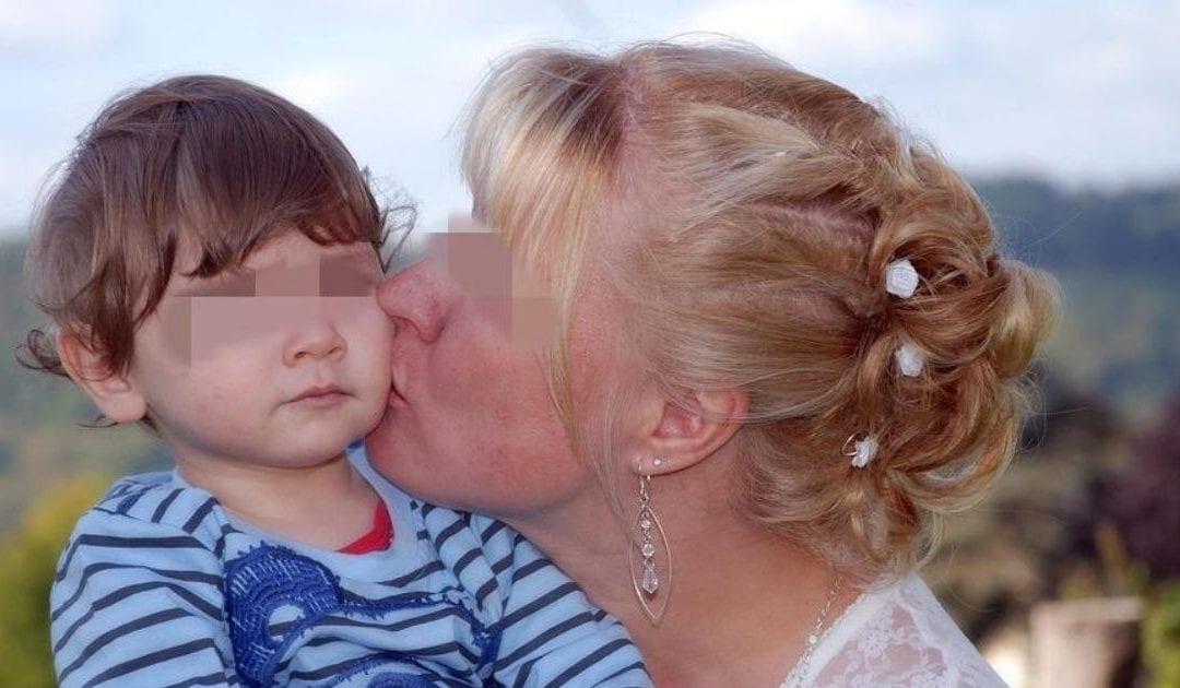 Niño casi queda ciego tras ser contagiado de herpes por un beso